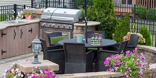 A patio grill and kitchen