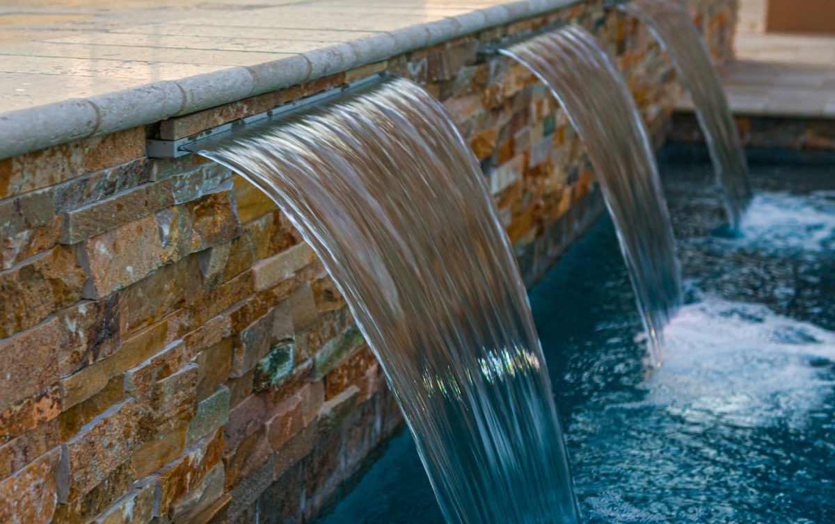 A Guide to Pool Water Features
